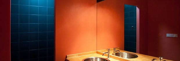 Chalupy k pronájmu na Šumavě - koupelna se 2 umyvadly a sprchou